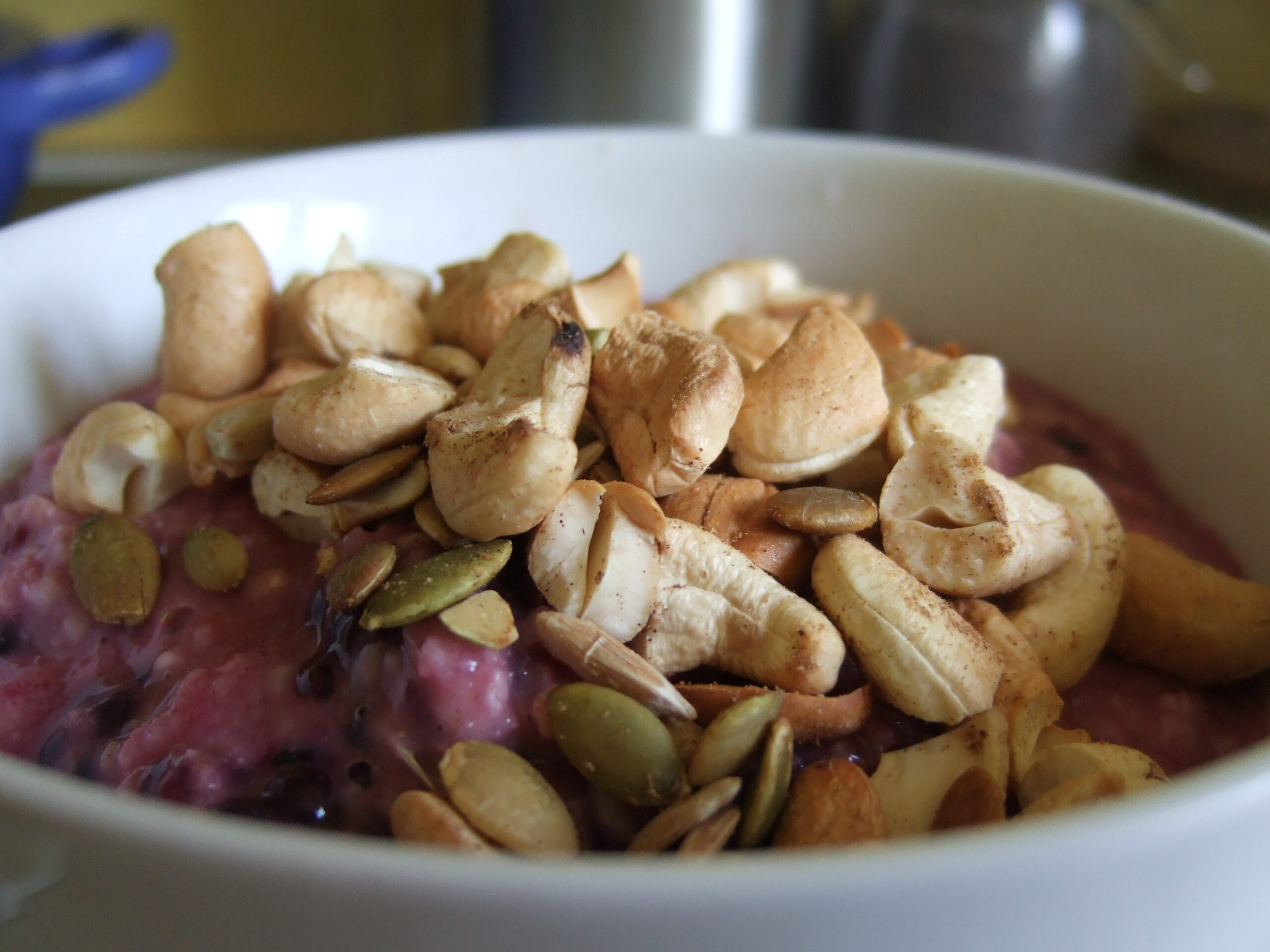 The Benefits of Oats with Berry Porridge
