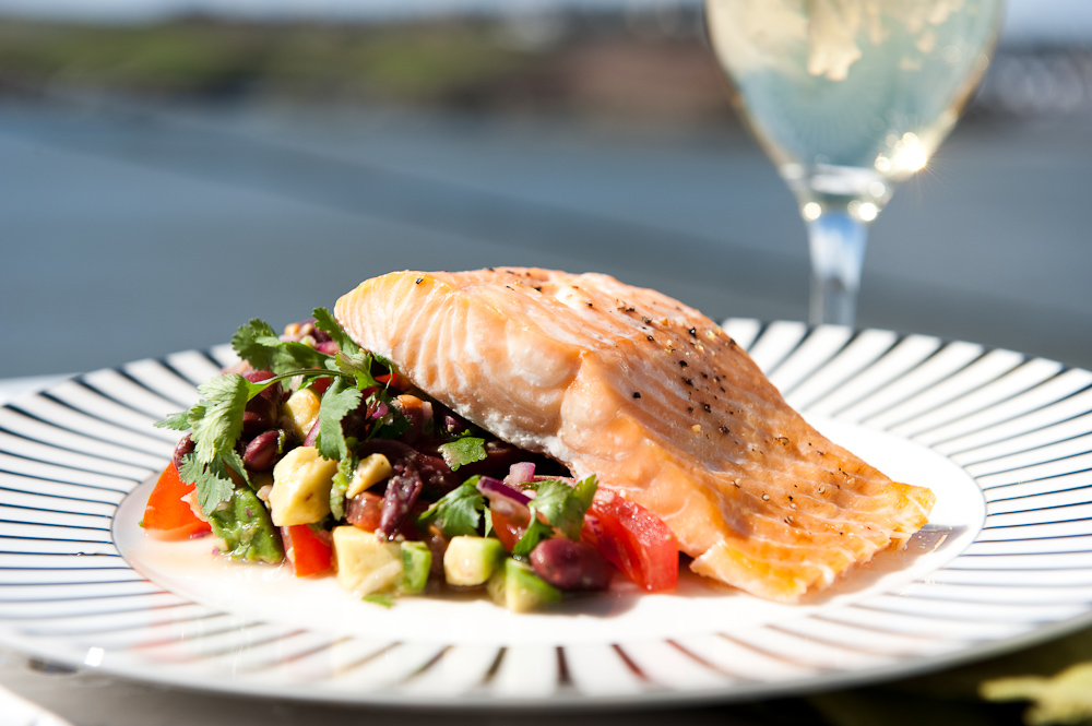 Grilled salmon with Mexican salsa
