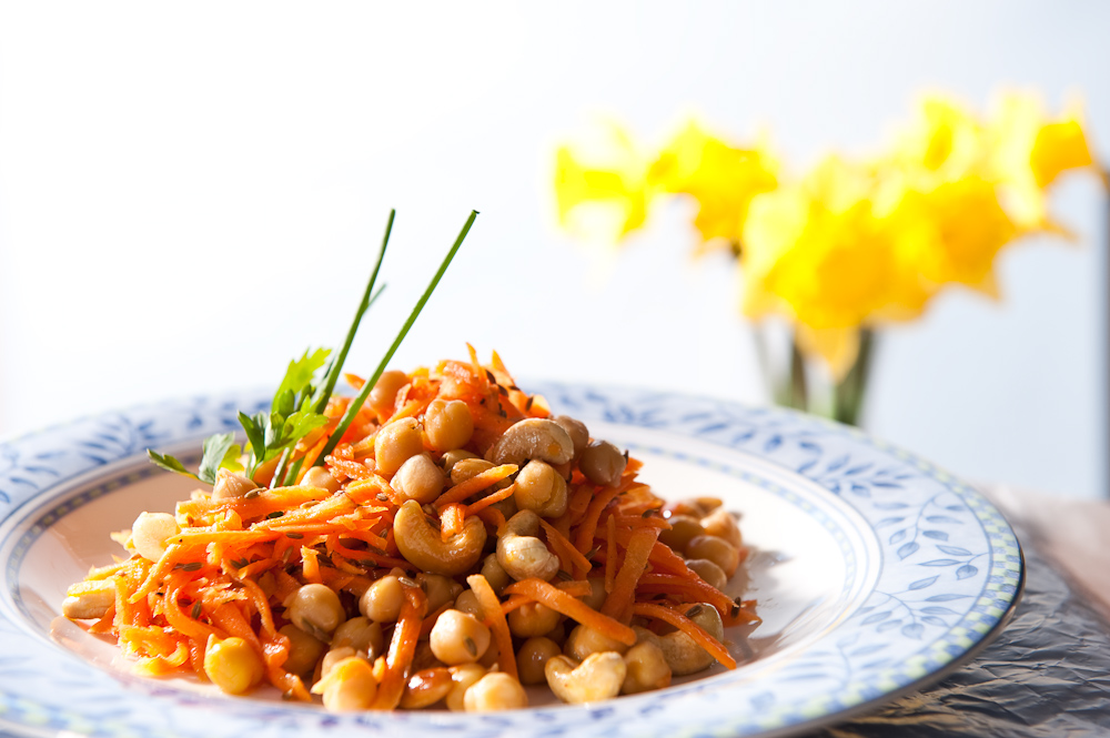 Chickpea and carrot salad with roasted cashews