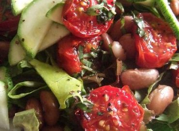 Roasted tomato salad with pinto beans